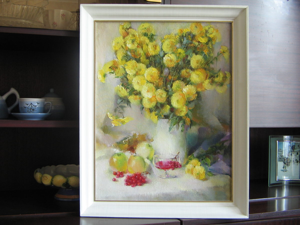 Натюрморт - Ваза с цветами, яблоки и калина